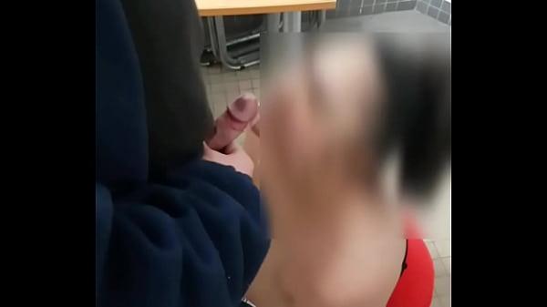 ejac faciale ma femme se fait ejaculer dessus par un vieu inconnu