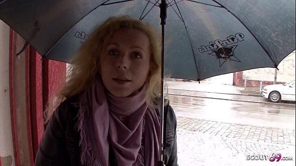 Deutsche Hausfrau bei echten Strassen Casting in Berlin für Geld AO gefickt – German MILF