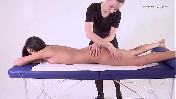 Tight ass Asian Alga Ruhum virgin pussy massage