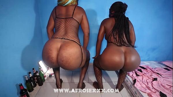 Petite ebony and giantess body comparison