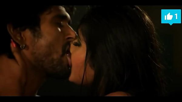 Hot Kajal Raghwani kissing scene must watch Thumb
