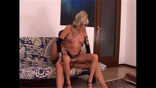Amateur sex with a mature couple fucking in a couch