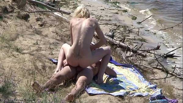 Nudists fuck on the beach Thumb