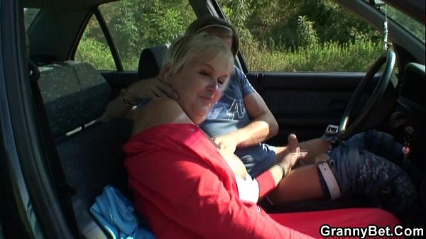 Granny gets screwed in the car Thumb