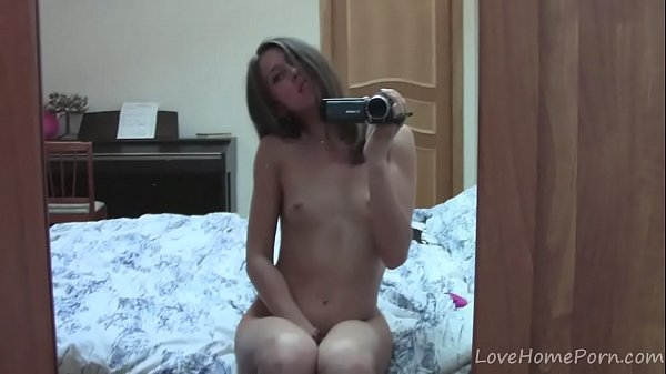 Teen records herself masturbating with a pink toy