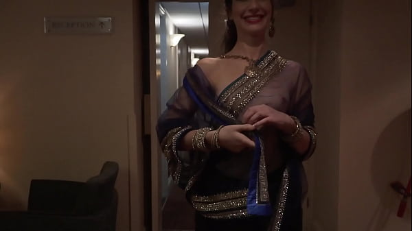 Indian Actress dare to walk naked in hotel with see through saree and guest see her