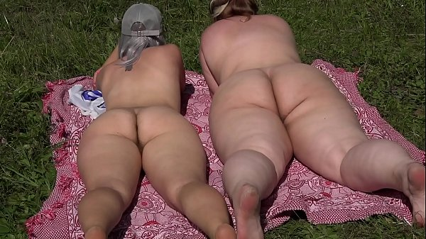 Lesbians with big asses try a new sex toy outdoors. Natural orgasm in vivo. PAWG.