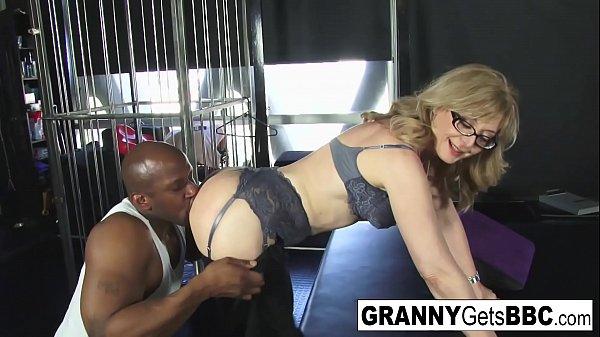 Porn legend Nina Hartley gets interracial in he...