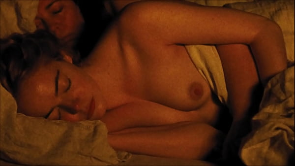 Emma Stone nude nipple - THE FAVOURITE - naked tits, wet, topless, flashing breast, The Favorite Thumb