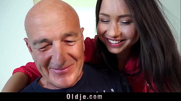 Young wife only thinks of fucking hubby old cock and facial cumshot