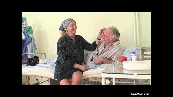 Guarda porno nonno scopa moglie
