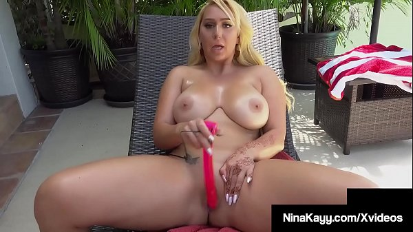 Thick Big Booty Nina Kayy Stuffs Her Curvy Cunt Outside!
