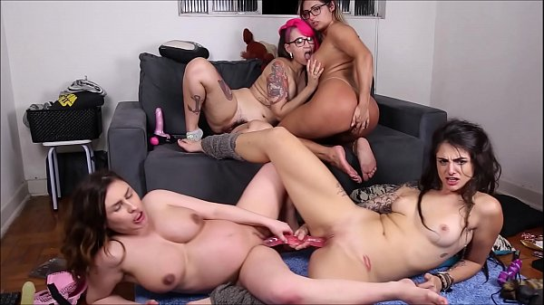 Emme White, Dread Hot, Mia Linz e Mila Spook - ...
