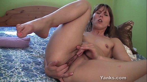 Yanks Amber Chase's Huge Dildo