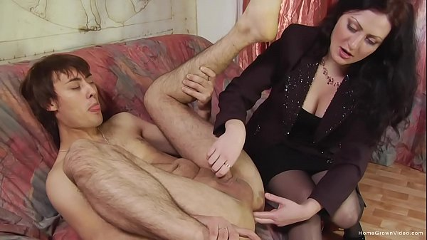 Cute brunette amateur pegging her skinny boyfriend Thumb