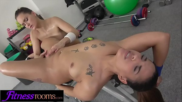 Fitness Rooms Sexy Spanish babe shows off her big juicy bubble butt in gym