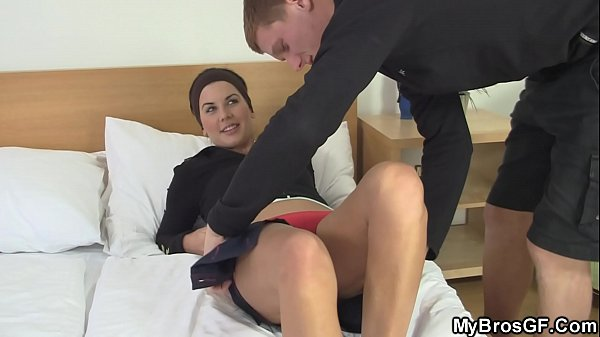 Friends girlfriend speads legs for him
