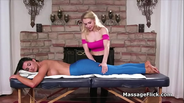 MILF massage ends with wild scissoring
