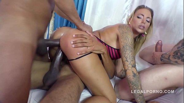 Big butt anal gangbang makes curvy Juelz Ventur...