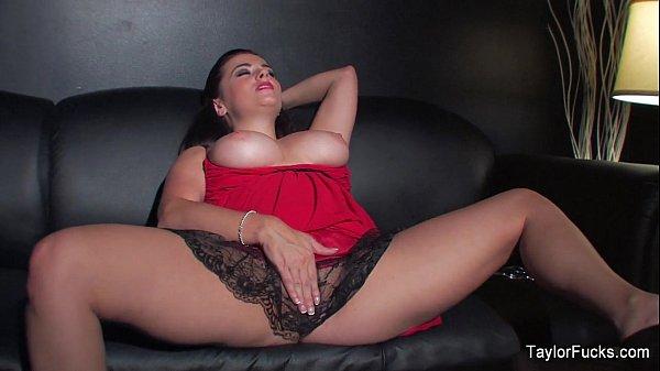 Taylor Vixen stuffs her pussy