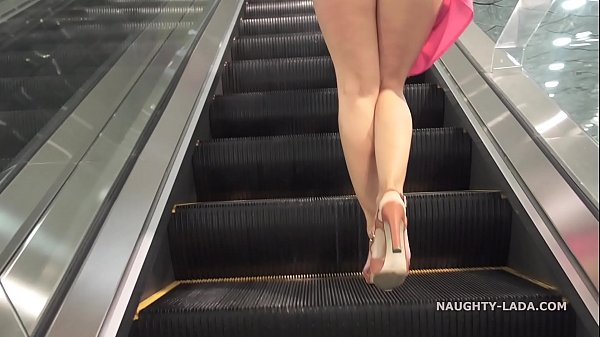 No panties shopping public flashing upskirt Thumb
