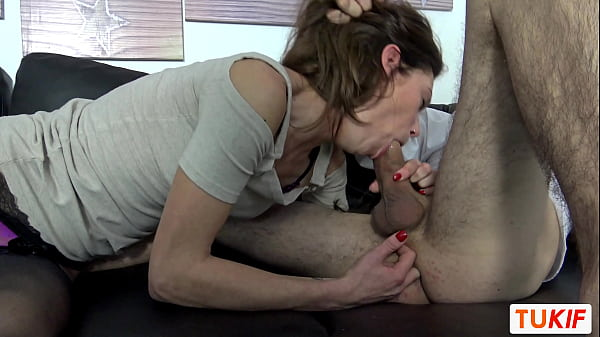 Skinny French Chloé does a prostate massage while she sucks