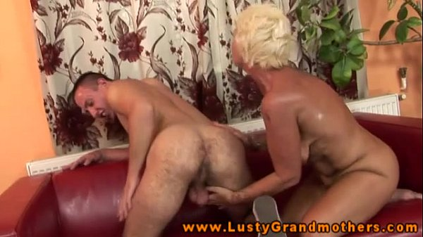 Amateur old GILF gets pussypounded