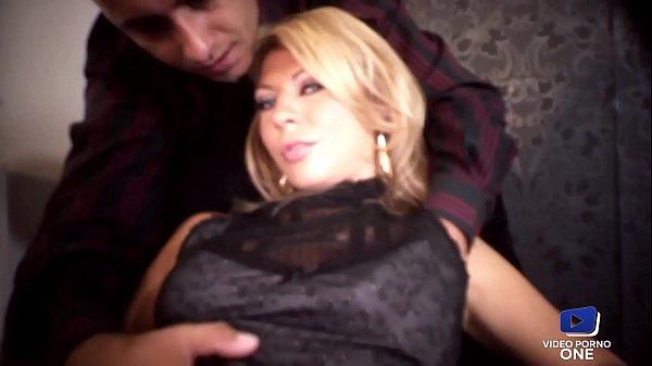 Kristy Lust, blonde aux gros seins veut sa dose de bite