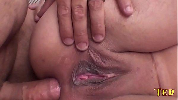 Image Garota amadora fazendo anal com ted