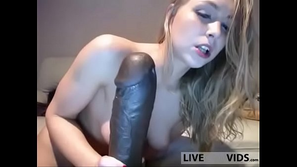 Slutty anal cam hottie takes huge dildo in her ...
