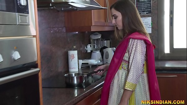 Newly married Indian bhabhi strips her salwar a...