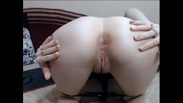 Teen keep flexing her little asshole
