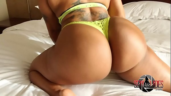 Creole Barbie shaking big booty naked on bed