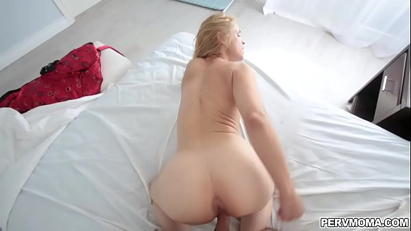 Lucky stepson gets her moms milf pussy as he th...