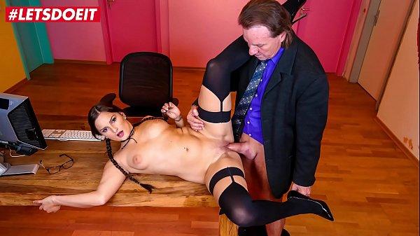 LETSDOEIT - Sexy Babe Holly Banks It's Having A...