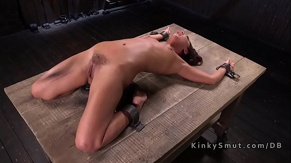 Petite slave got pussy whipped Thumb