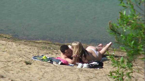 Holidays at the lake with a bang