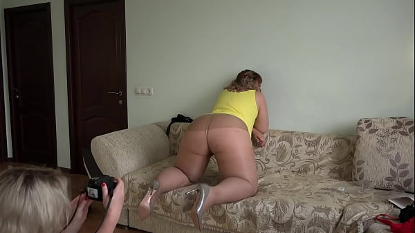 A beautiful BBW with a juicy PAWG and a hairy pussy in nylon tights poses for a photoshoot, and a girlfriend takes pictures of her. Homemade foot fetish behind the scenes