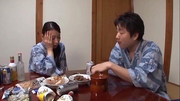 คลิปโป๊สาวใหญ่ญี่ปุ่นมาใหม่ แม่เลี้ยงเมาเหล้าแล้วโดนจับเย็ด Japanese Mom And Son