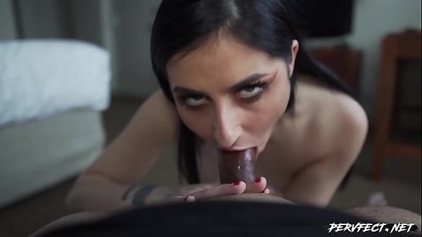 Kaitlyn Katsaros shows how deep her throat is