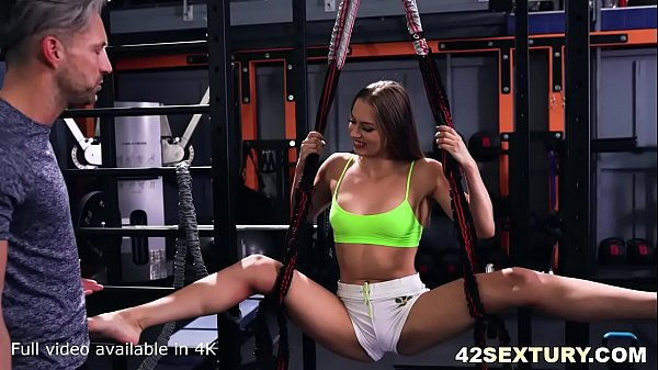 Extremely elastic Mia Split does some magic