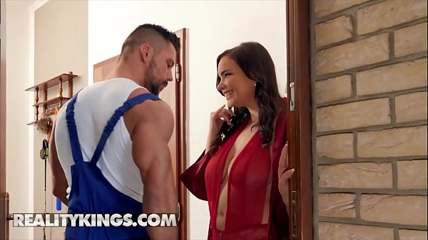 Curvy babe (Sofia Lee) fucks muscular plumber - RealityKings