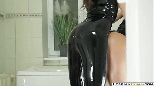 LesbianCUMS.com ⇨ Lesbian Latex Fucking with Strapon