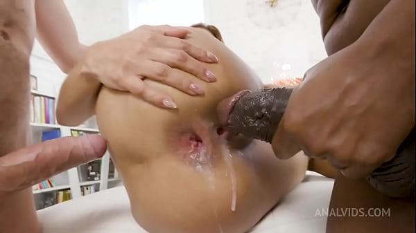 Splashing Squirting Threesome Anniversary MSV010