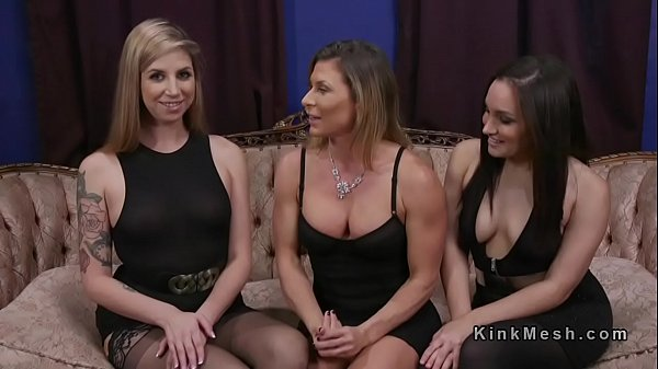 Threesome lesbian ass to mouth fuck