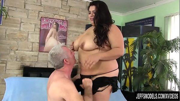 Fatty Bella Bangz gets buttfucked