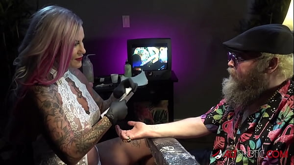Busty babe Evilyn Ink tattoos Ivan then masturbates