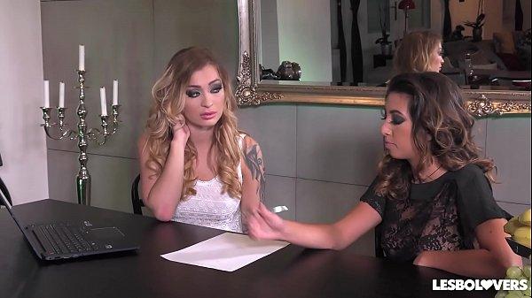 Lesbian lovers Misha Maver and Frida Sante fing...