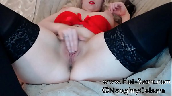 Naughty blonde girl is horny and squirts in webcamshow