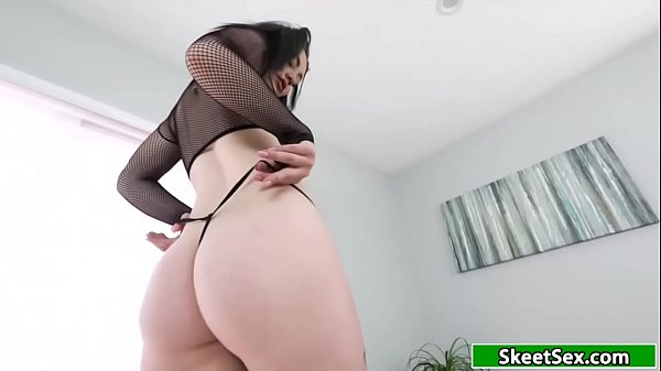 Teen rubs her pussy making her guy horny